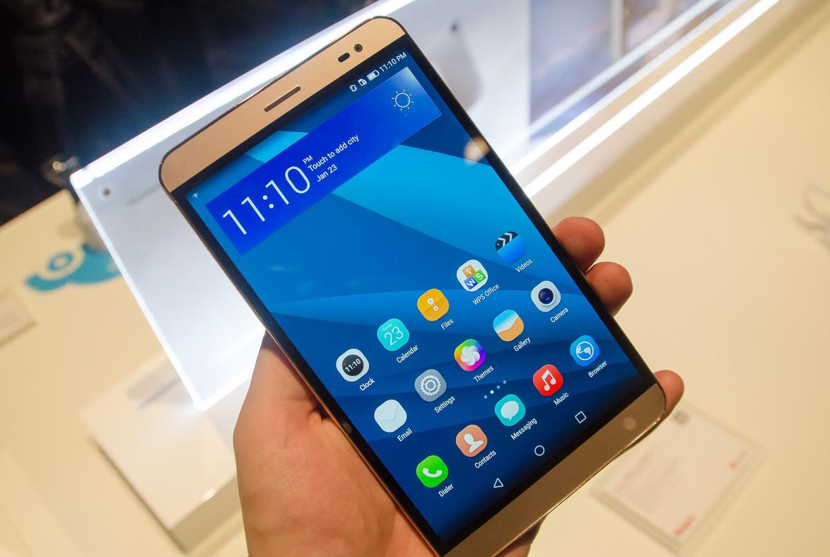 Huawei MediaPad X2 - en main