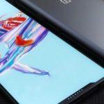 OnePlus 6 «enchilada» le firmware a fui, confirmant l'encoche.